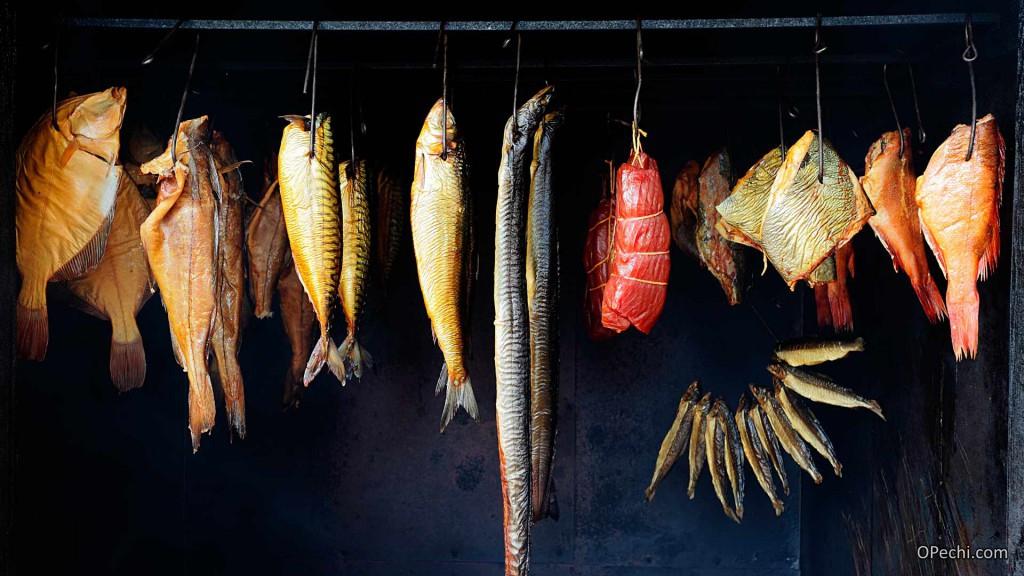 Коптильня с рыбой