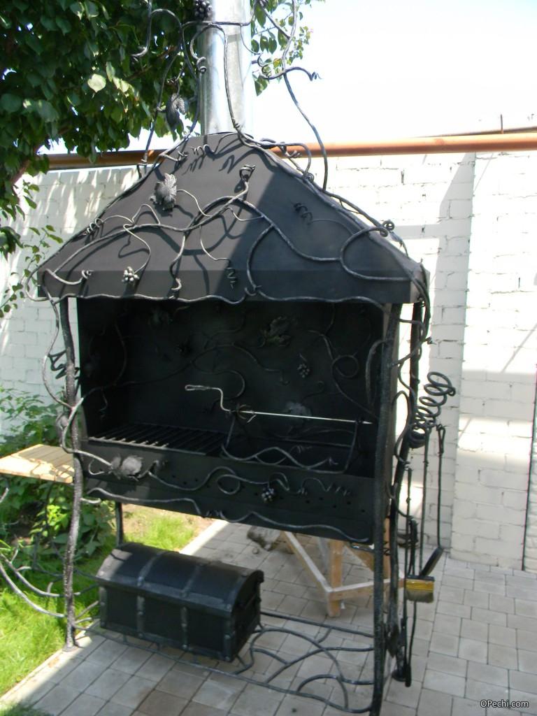 Мангал с дымоходом
