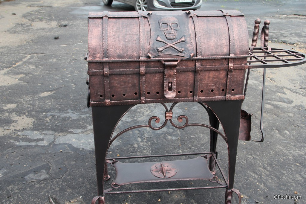 Кованый мангал с крышкой
