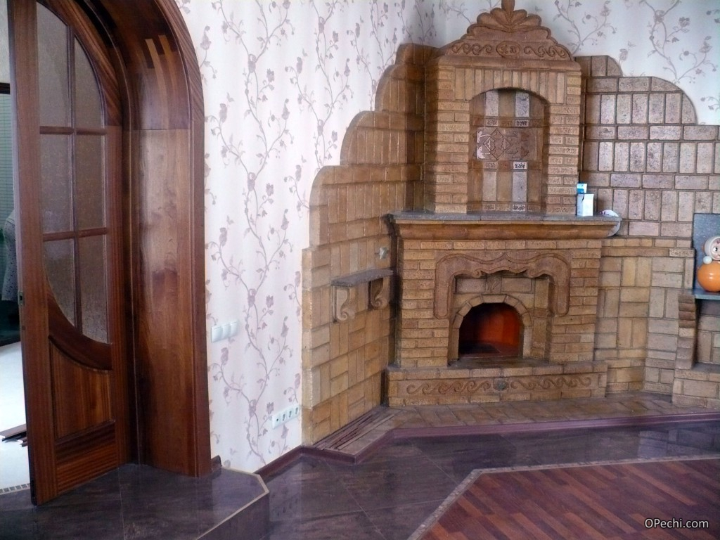 Вариант кирпичного камина с огнеупорной отделкой